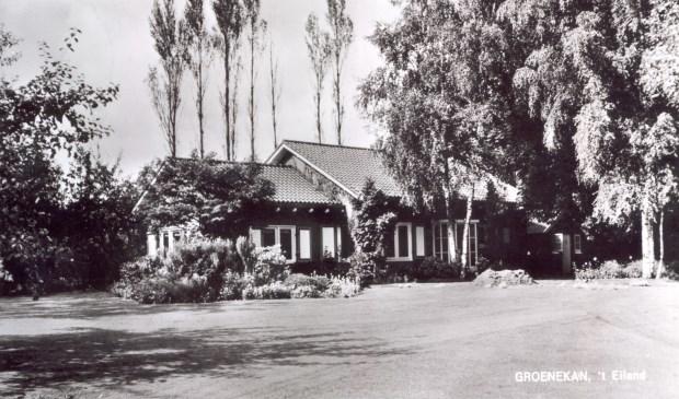 Kastanjelaan 1 ('t Eiland) uit 1965 te Groenekan (uit de digitale verzameling van Rienk Miedema).   © De Vierklank