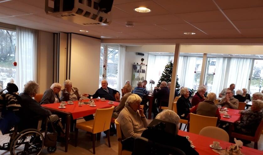 Kerstbrunch Rode Kruis in de recreatiezaal van Toutenburg.