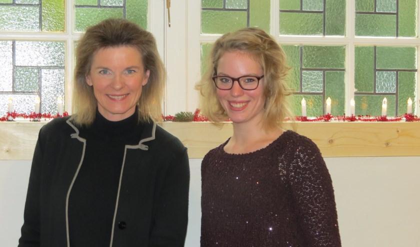 Dominee Benedikte Bos en cantor-organist Seline Loef (r).