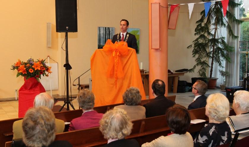 Burgemeester Sjoerd Potters verzorgde het openingswoord bij de feestavond van het Oranjecomité De Bilt-Bilthoven.