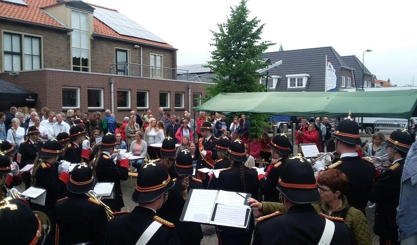 De Brandweerharmonie uit Bilthoven was één van de gasten op het Westbroekse pleinfeest.
