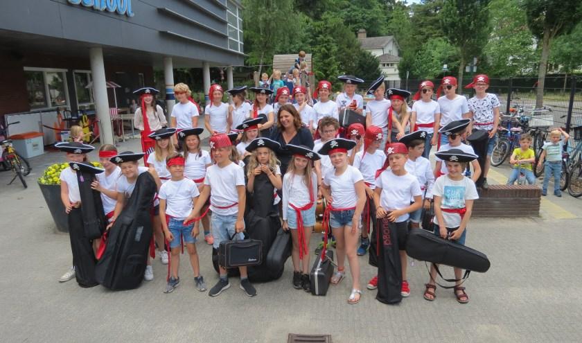 De muzikanten vlak voor het vertrek naar TivoliVredenburg in Utrecht.