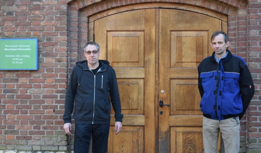 Na jarenlang diensten in het schoolgebouw gaat nu weer een echter kerkdeur open op zondag.