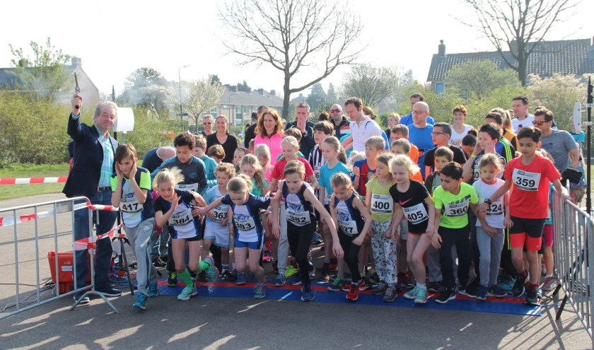 De allereerste editie van Running De Bilt vond vorig jaar op zondag 2 april plaats. Wethouder Ebbe Rost van Tonningen loste het startschot voor de kidsrun. Daarna volgden nog de 5 en 10 km.
