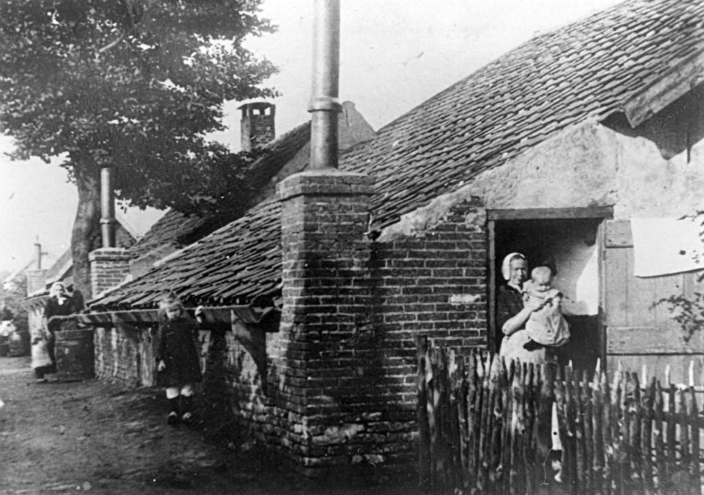 Een van de woningen aan de Akker midden vorige eeuw.  © De Vierklank