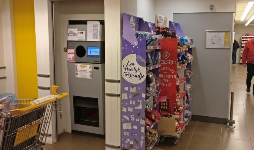 Naast de lege-flessenautomaat, op de plaats waar nu nog staan, zullen straks met name lang-houdbare producten voor 'dorpsgenoten in nood' staan.