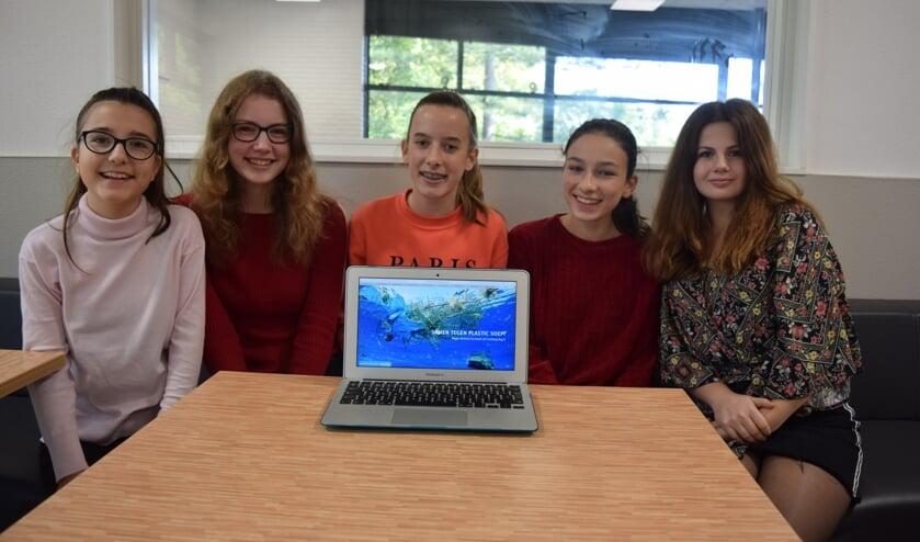 Leerlingen van HNL in Bilthoven zetten zich in voor een plastic-loze wereld.