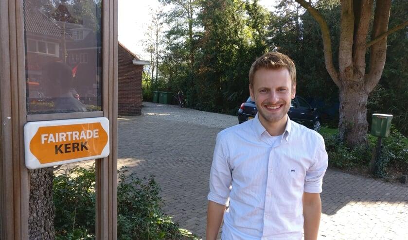 Richard Verhoef Bij de ingang van de Faitrade (Centrum-)kerk:'Om de kerk heen naar achteren kom je bij de Kelder.