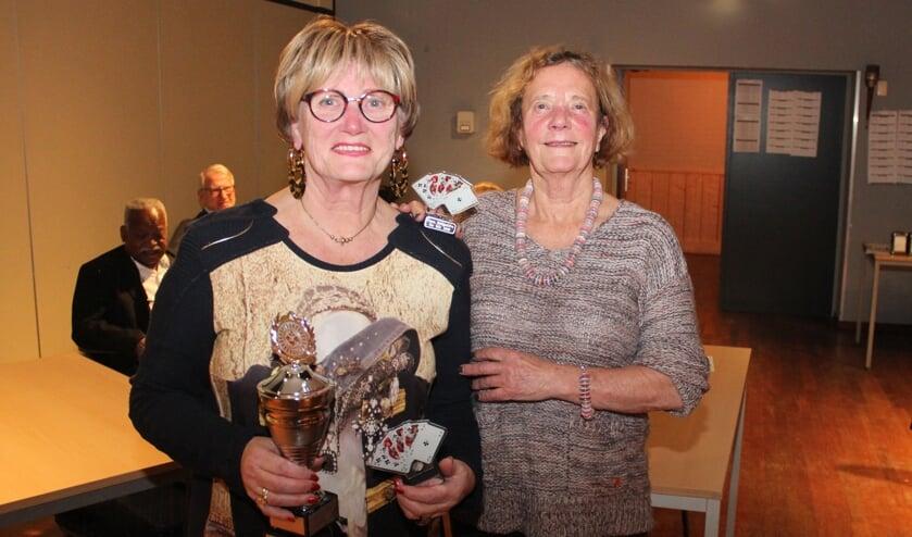 Anita Nijdam en Mariette Vogelaar (l) werden in 2018 de Biltse bridgekampioenen.