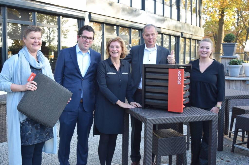 Klaas van der Valk en familie is trots op de prijs.  © De Vierklank