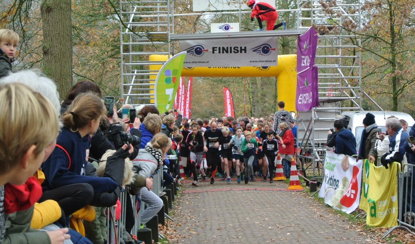 Ook bij de start van de 5 en 10 km lopen was het een heel gedrang om als eerste weg te komen.