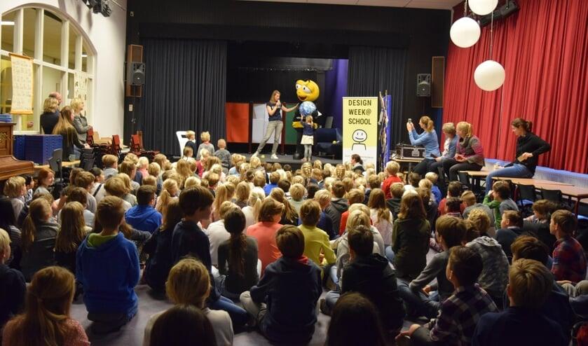 Opening van de Designweek@school op de Van Dijckschool.