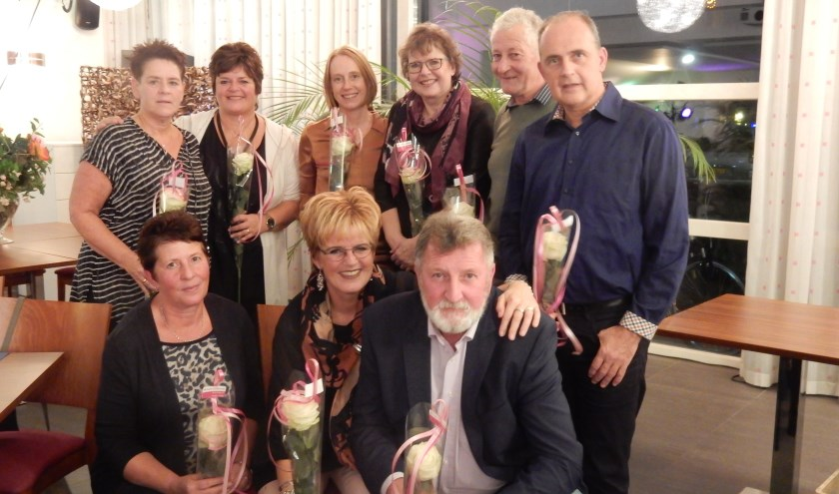 Vanaf linksboven: Hilda Verhoef, Jenneke Groot, Margreet van den Hul, Connie Hennipman, Piet van Barneveld, Klaas Willem van Oosterom, Adrie Bouwman, Lia Verheul en Kees van Barneveld.