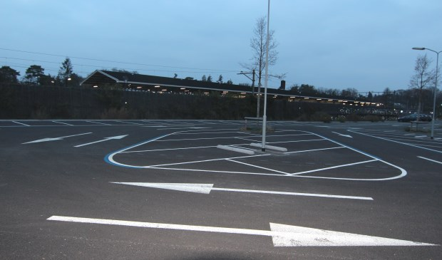 De wijkraad wil graag een extra P&R-terrein op de 'Driehoek' bij het Emmaplein naast een verplaatsing van de busstations naar de andere kant van het treinstation.   © De Vierklank