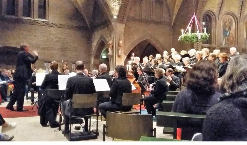 Dudok-ensemble in een volle OLV-kerk.