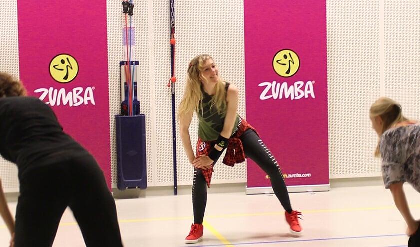 Marjolein Hendrickse geeft Zumba-lessen voor het goede doel. (foto Betty van Wijhe)