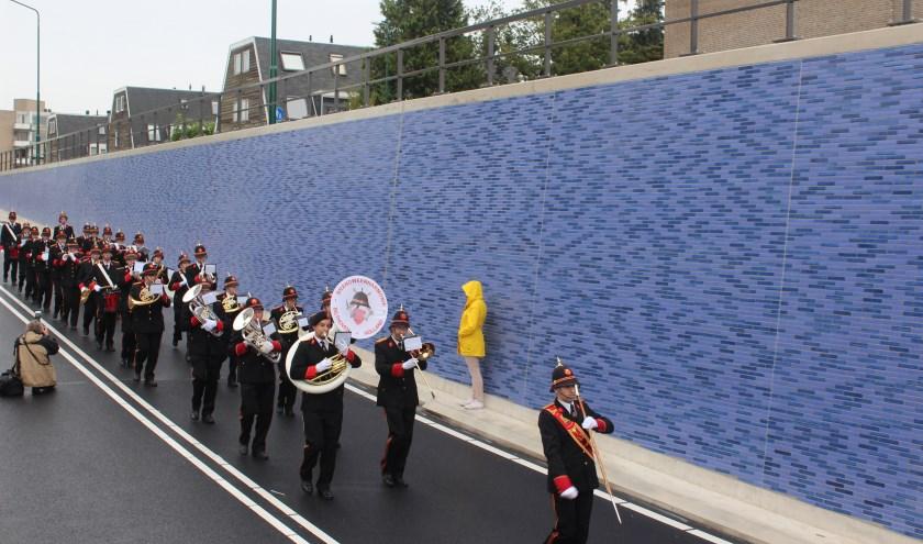 De brandweerharmonie klonk afgelopen jaar bij de opening van de tunnel.