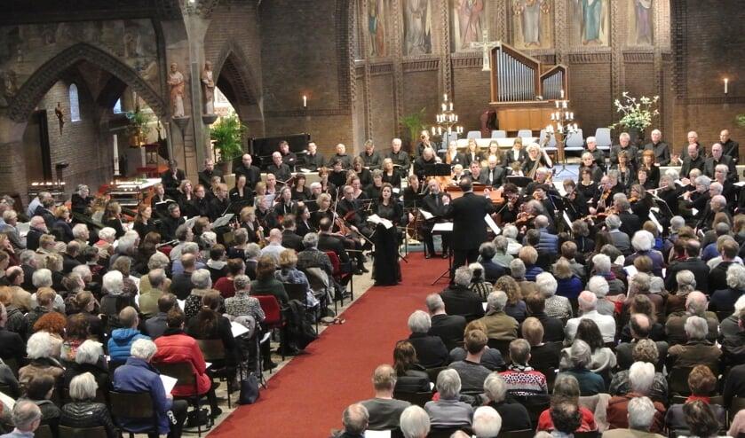 Frans Poot stuurde eerder al deze foto: 'De kerk was tot de laatste plaats bezet. Wij hoorden na de uitvoering alleen maar enthousiaste reacties'.