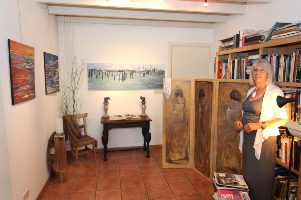 Ine de Charro in haar atelier.  © De Vierklank