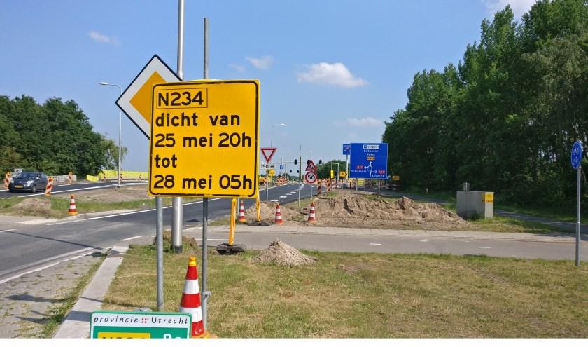 Naast de aansluiting Bilthoven (af- en oprit) is ook de N234 (Provinciale weg N234 van Soest naar Groenekan) van vrijdag 25 mei vanaf 20.00 uur tot maandag 28 mei 05.00 uur dicht.