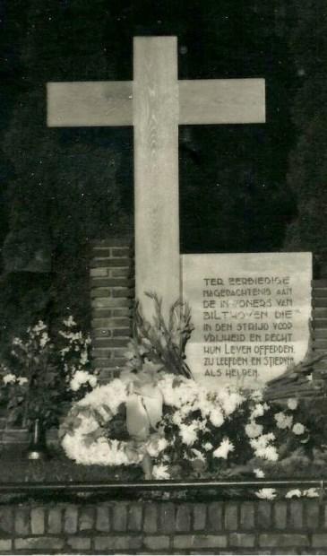 De foto van het monumentje, dat in 1947 heeft gestaan op de hoek Jan Steenlaan/Soestdijkseweg aan de stations-zijde.