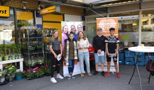 In 2018 kreeg de Voedselbank hulp van leerlingen van het Aeres-college in Maartensdijk.  © De Vierklank