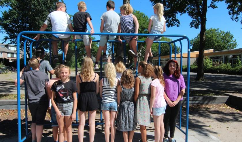 De Algemene Verordening Gegevensbescherming maakt het lastiger om groepsfoto's van kinderen te maken. Wie mag er wel en wie mag er niet herkenbaar op de foto?