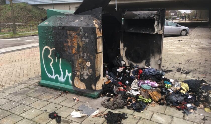 De kledingcontainer aan de Groenekanseweg werd nieuwjaarsnacht opgeblazen.