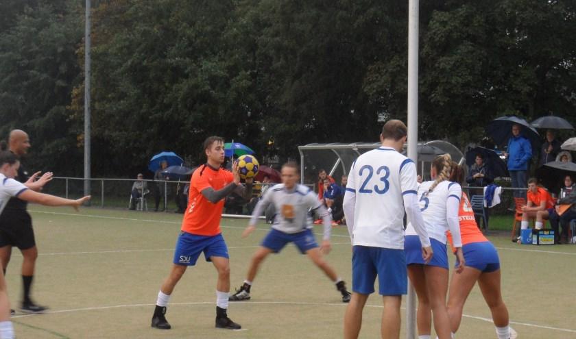 DOS won de laatste thuiswedstrijd van de eerste helft van het veldseizoen overtuigend.