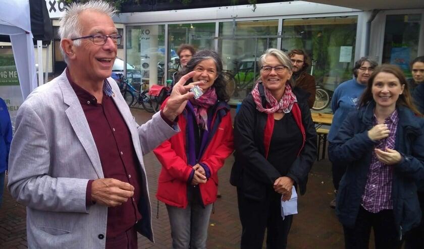 De uitreiking aan Joanne Ronhaar, Willy Douma en Maaike Noorlander van Biltsheerlijk.