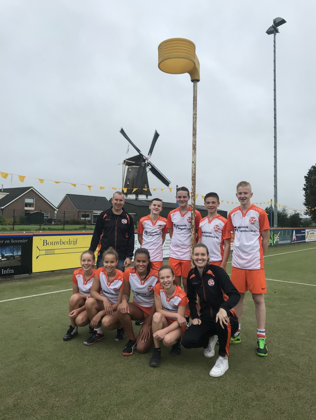Na een spannende poulefase speelde Tweemaal Zes B2 afgelopen zaterdag hun kampioenswedstrijd tegen DOS Westbroek. Na een vliegende start werd de voorsprong niet meer uit handen gegeven en de wedstrijd uiteindelijk gewonnen met 4-13. v.l.n.r. boven (coach) Paul Meerstadt, Erik Top, Jorik Meijerink, T
