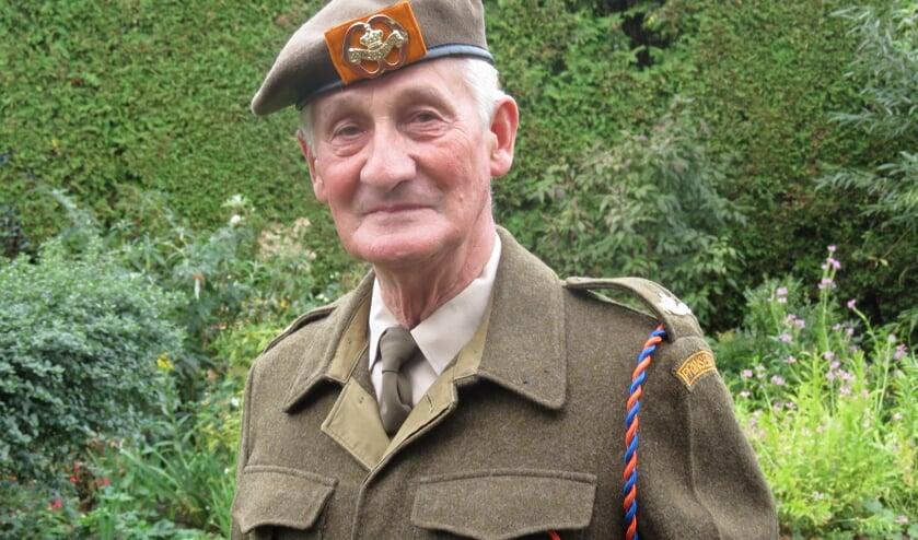 Wim van Os in een perfect geperst uniform met blinkend koperwerk.