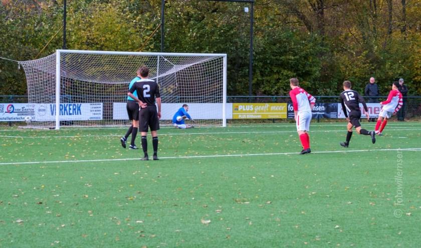 Marcel Melissen scoort de 1-0 (foto Willemsen).