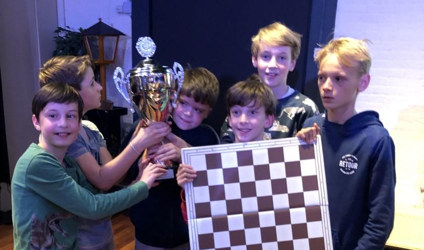 Kampioen schaken Julianaschool.