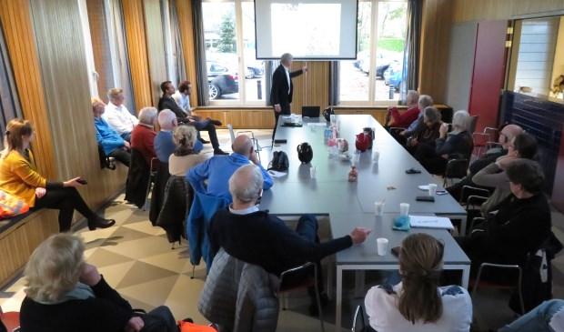 Informatiebijeenkomst in  het Dorpshuis. (foto Adri Gerssen).  © De Vierklank