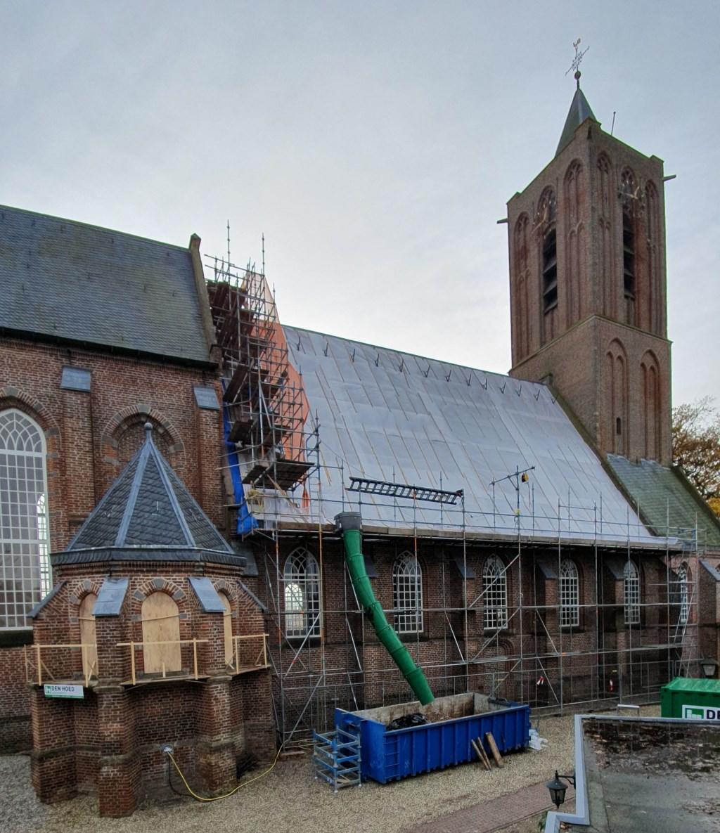 De restauratie van het dak is eind september begonnen en wordt naar verwachting in februari afgerond.  © De Vierklank