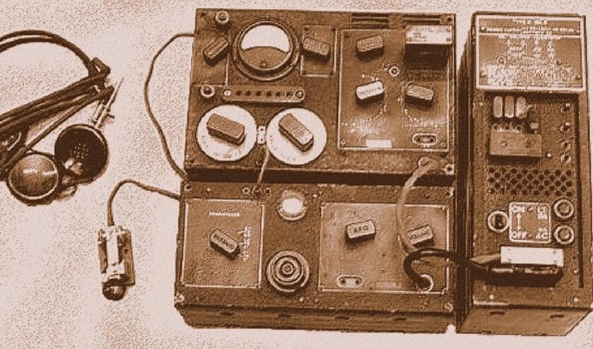 Op de site van het Online Museum is o.a. een zender ontvanger afgebeeld, die door verzetslieden en geheime dienstmensen tijdens de Tweede Wereldoorlog werd gebruikt om vanuit bezet gebied met 'Londen' te communiceren. Een van degenen die een illegale zender bediende was de Bilthovense arts Meindert