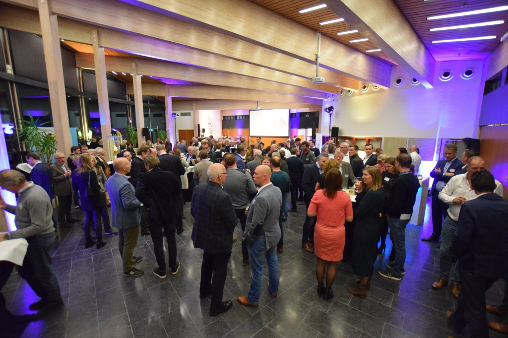 De verkiezing voor de Biltse ondernemer vond woensdag 27 november plaats in het gemeentehuis. [foto Walter Eijndhoven]  © De Vierklank