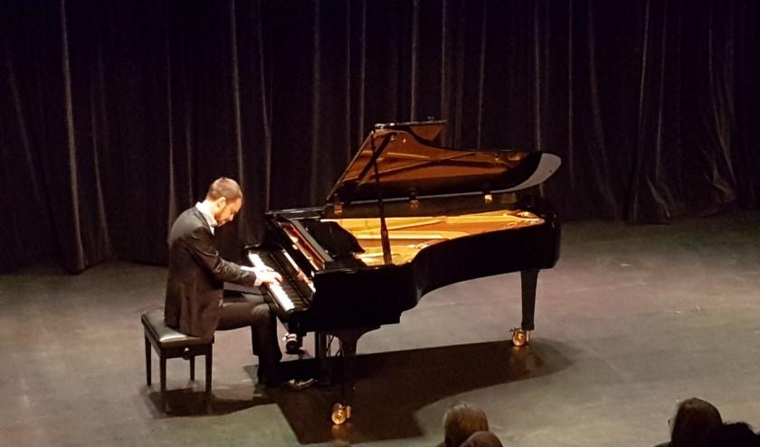 Sam Armstrong vertolkt het lastige werk van Schumann in Het Lichtruim.