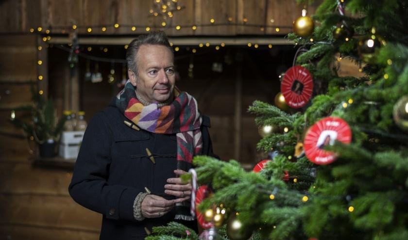Joris' Kerstboom staat ook dit jaar weer in de bibliotheek. (foto: Stijn Ghijsen)