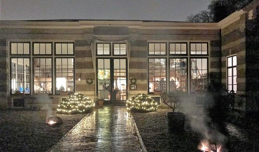 Landgoed Oostbroek is tijdens de lichtjeswandeling ook sfeervol verlicht.