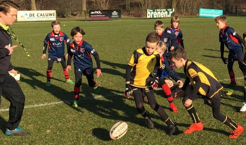 De Stichtsche Wolven spelen een fraaie pot rugby.