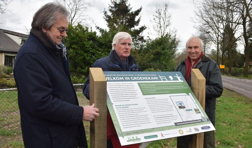 v.l.n.r. Frans de Graaf (Groenekans Landschap), Marius van den Bosch (Dorpsraad) en Jaap Vermeulen (Stichting Behoud Prinsenlaantje).