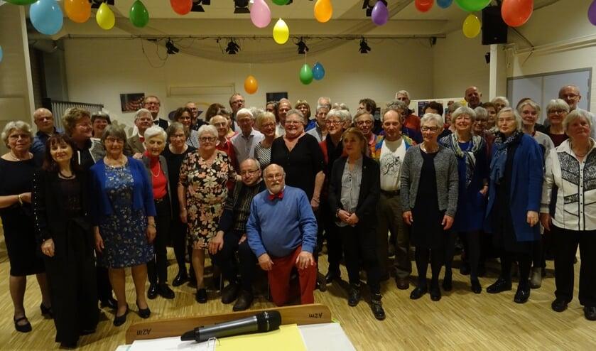 Op een feestavond mag een foto van het jubilerende koor niet ontbreken.