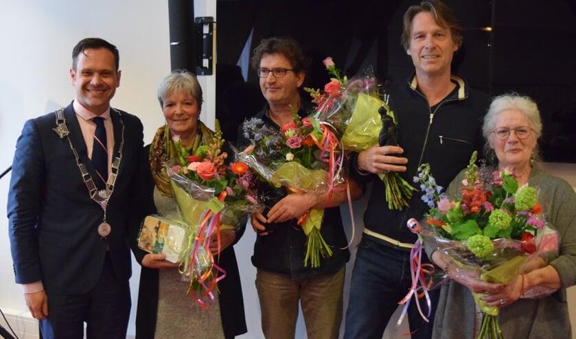 Niels Eijsbroek en Rick van Westerop winnen de Mathildeprijs, met v.l.n.r. burgemeester Sjoerd Potters, Rina Kruis, Rick van Westerop, Niels Eijsbroek en Floor Belders.