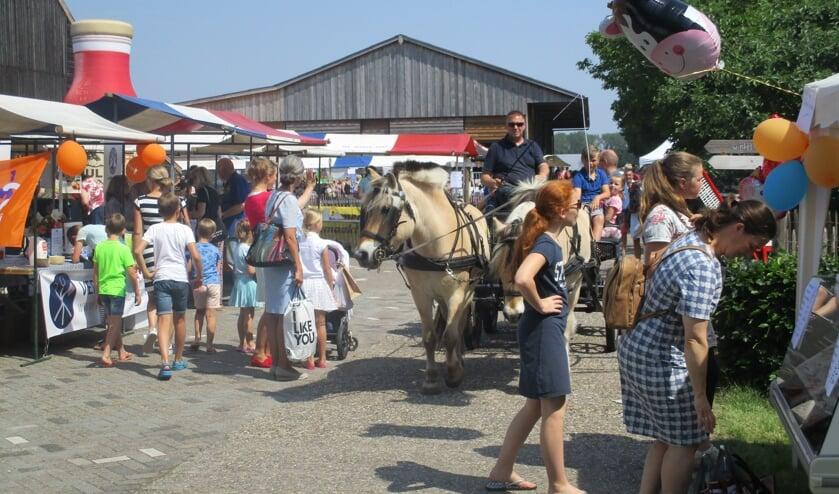 De lentemarkt wordt ieder jaar druk bezocht.