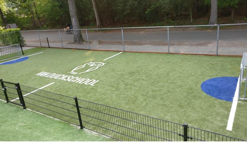 Het nieuwe panna-veld voor de basisschool. [foto Henk