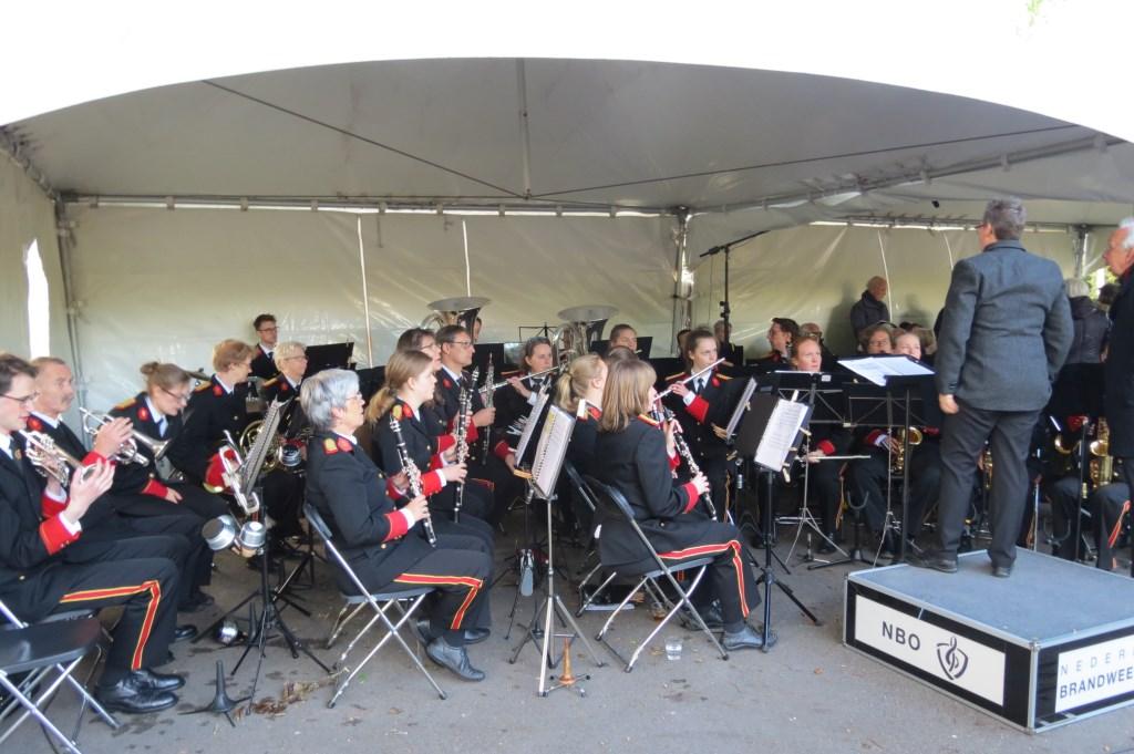Het Nederlands Brandweerorkest en de Koninklijke Biltse Zangvereniging Zang Veredelt verzorgen de muzikale omlijsting.  © De Vierklank