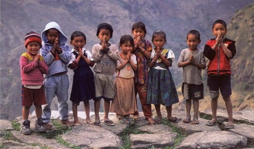 Kinderen op het platteland van Nepal.