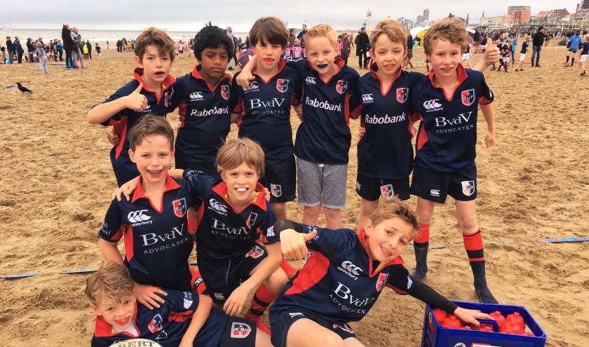 U10 team op het Scheveningse strand.